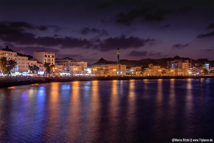 Altstadt vom Oman im Stadtteil Muttrah am Abend