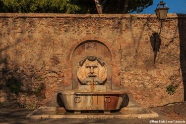 ein schönes Exemplar eines Nasoni (Trinkwasserbrunnen)