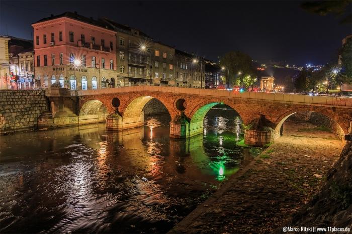 Lateinerbrücke am Abend mit Beleuchtung