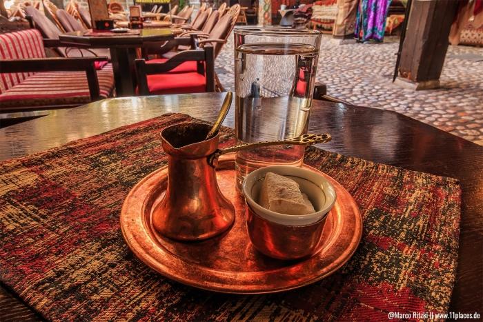 typischer Kaffee auf Kupferblech in Bosnien-Herzegowina
